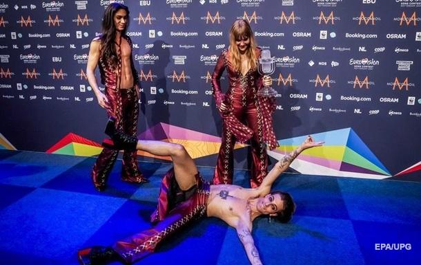 Победитель Евровидения-2021 порвал штаны на сцене