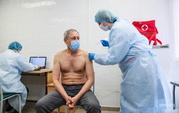 Вакцинацию приостановили в 12 регионах Украины