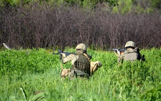 На Донбассе 10 обстрелов, ранен боец ВСУ