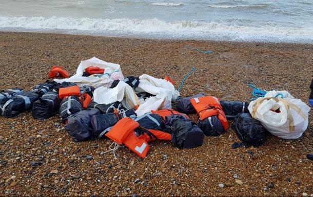 На пляже в Британии обнаружили тонну кокаина