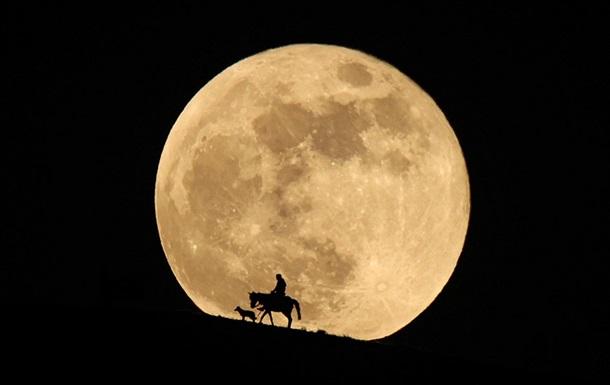Суперлуние и лунное затмение: фоторепортаж
