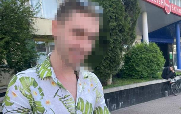 У Києві виготовляли і продавали підроблені водійські посвідчення