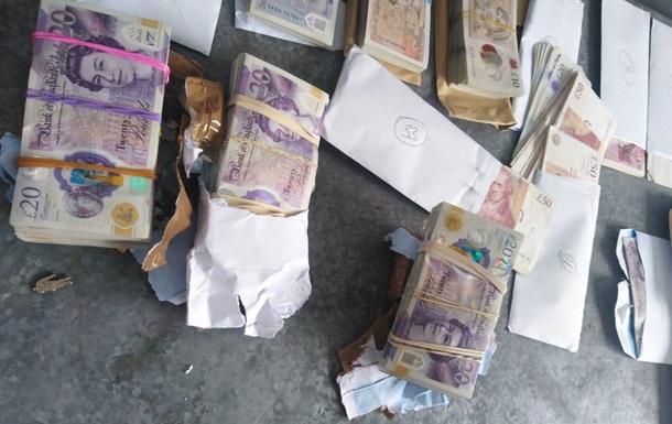 Прикордонники вилучили дві коробки з валютою на кордоні з Польщею