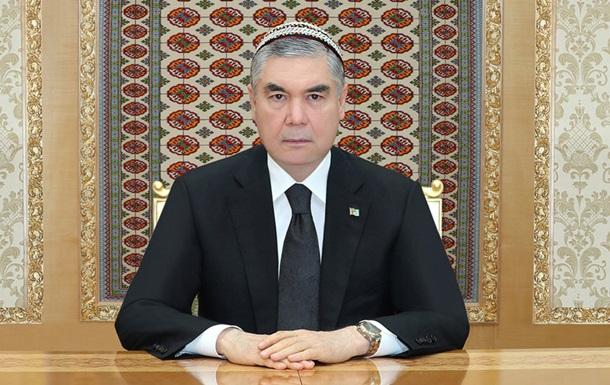 В Туркменистане чиновников заставили сбрить волосы