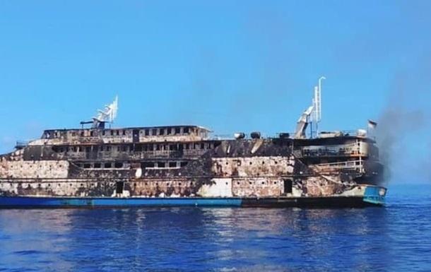 В Індонезії загорівся пором з 200 туристами на борту