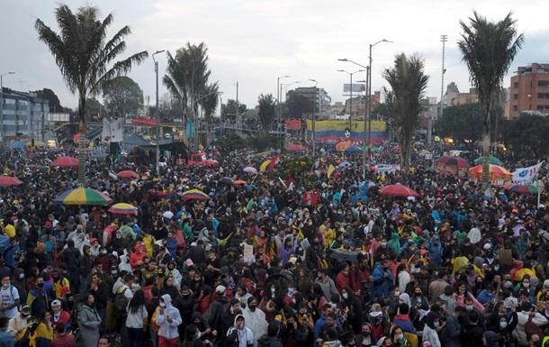 За месяц протестов в Колумбии погибли более 40 человек - СМИ