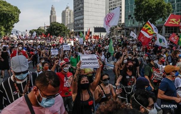 У Бразилії пройшли протести через політику президента з боротьби з COVID