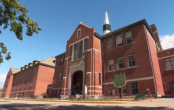 У Канаді на території колишньої школи знайшли останки 215 дітей