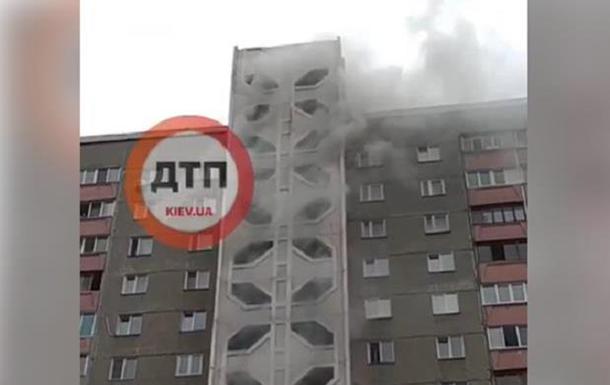 У Києві виникла пожежа в багатоповерховому будинку