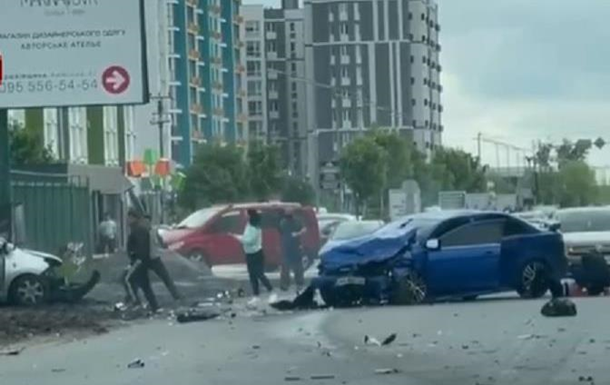 У Києві в серйозну ДТП потрапили чотири авто