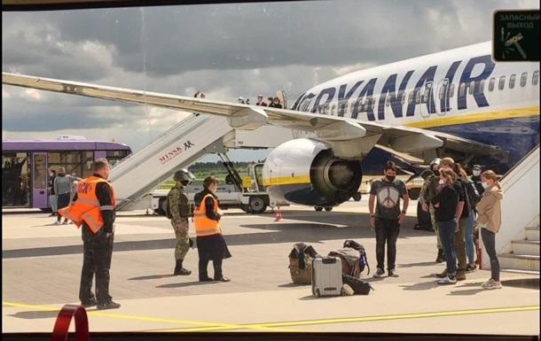 У Мінтрансі Білорусі назвали причину посадки літака Ryanair в Мінську