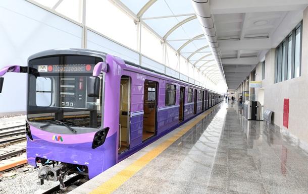 В Баку впервые за полгода возобновили работу метрополитена