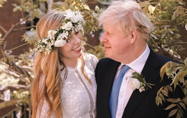 З`явилися фото з таємного весілля Бориса Джонсона