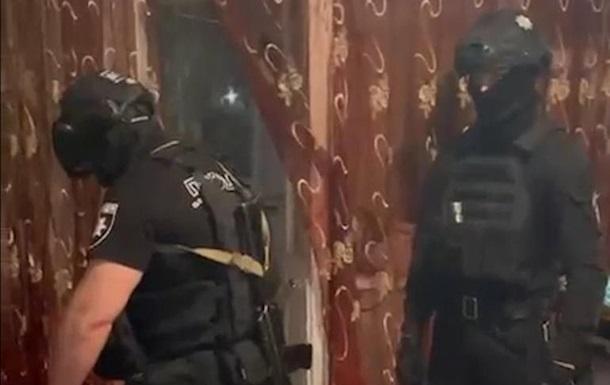 В Кременчуге полицейских обстреляли из окна многоэтажки