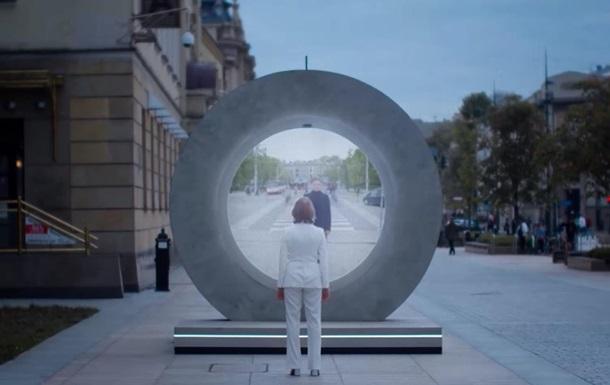 На улицах Вильнюса и Люблина появились `порталы`