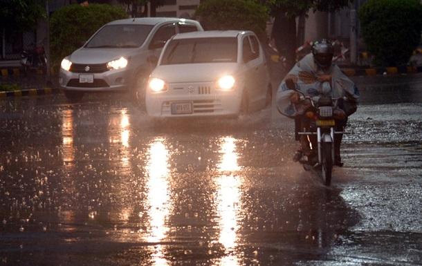 Пакистан накрили сильні зливи, загинули 10 осіб