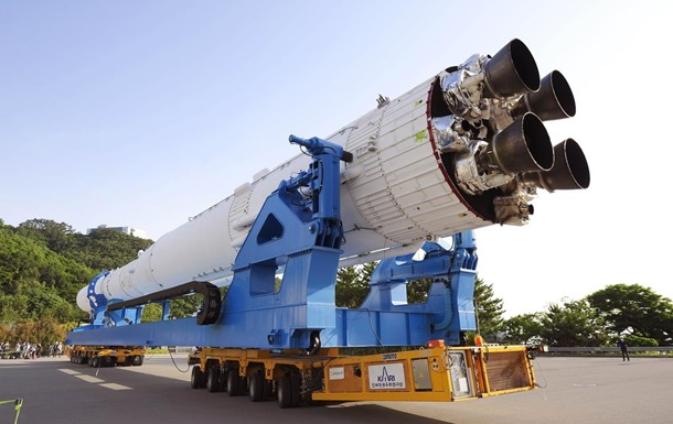 Південна Корея показала свою першу ракету