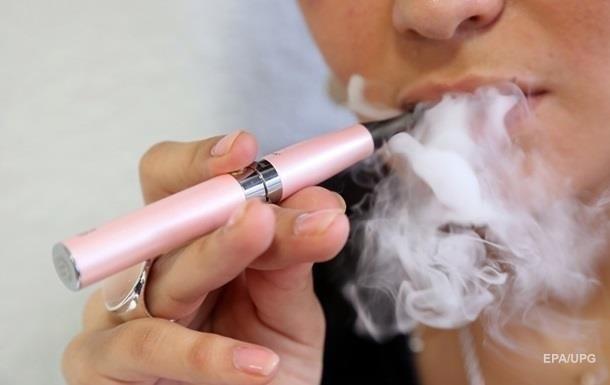 В Украине хотят запретить курение электронных сигарет в общественных местах
