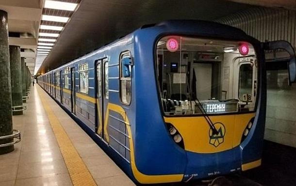 В вагоне метро Киева пропало освещение