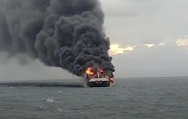 Возле Шри-Ланки потушили корабль, горевший 13 дней
