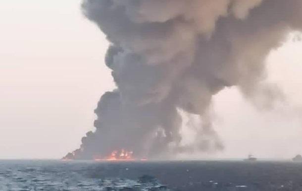 Найбільше іранське судно загорілося і затонуло