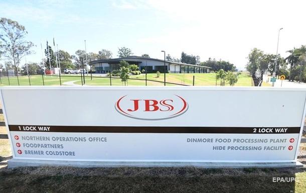Найбільший експортер м`яса JBS призупинив виробництво через хакерів