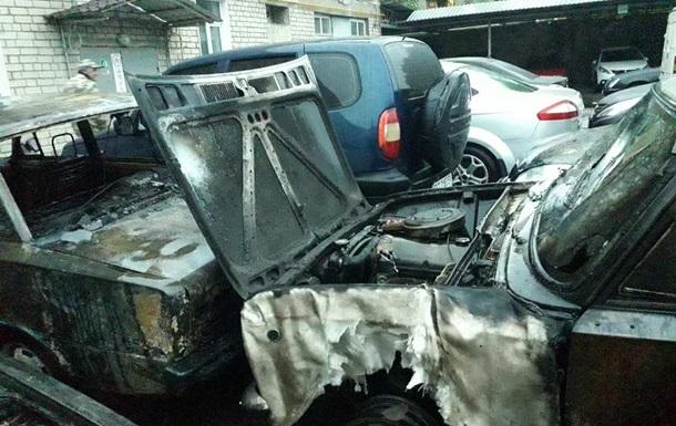 В Херсоне на стоянке сожгли девять автомобилей