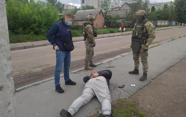 У Житомирі затримали двох здирників і шантажистів