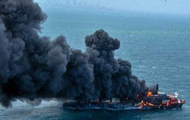 Судно з кислотою, що тоне біля Шрі-Ланки, викличе катастрофу - екологи