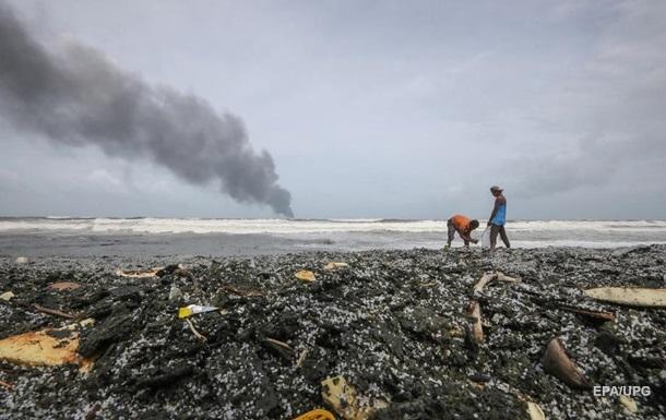 Біля Шрі-Ланки затонуло судно, яке горіло, в регіоні екокатастрофа