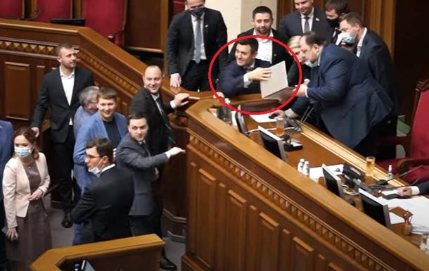 Нардеп Тищенко відзначився  хамською витівкою  у ВР