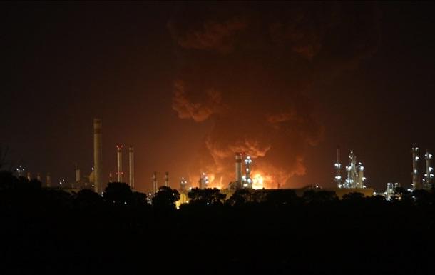 Пожежа на НПЗ в Ірані: вогонь взяли під контроль