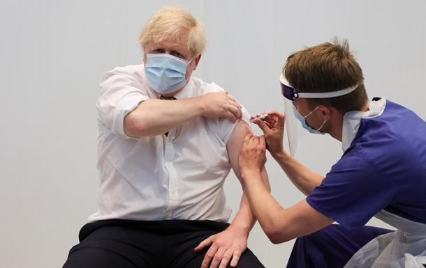 У Британії повністю вакцинували від COVID половину дорослих