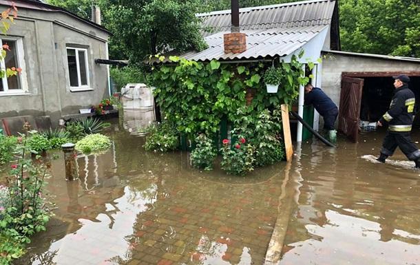 В Днепре из-за непогоды затопило 90 домов
