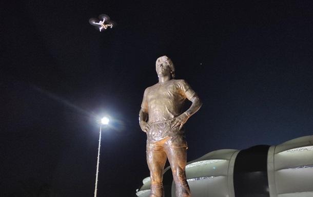 В Аргентине открыли памятник Марадоне