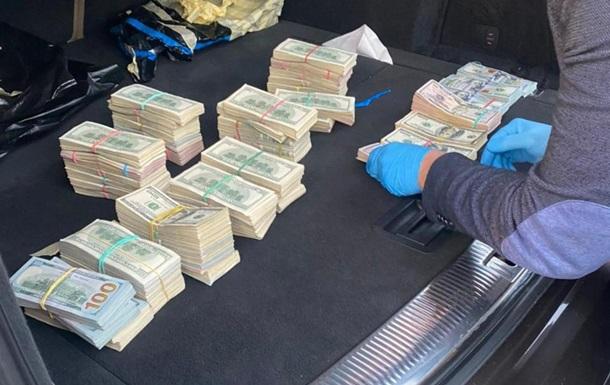 У волинського митника вилучили понад $700 тисяч