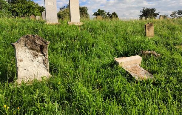 В Ужгороді вандали розгромили єврейське кладовище