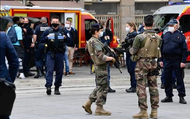 У Франції чоловік з викруткою напав на перехожих