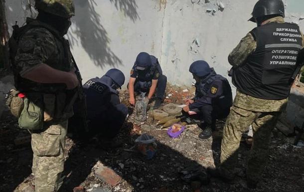 На Донбассе обнаружили замаскированный тайник с боеприпасами