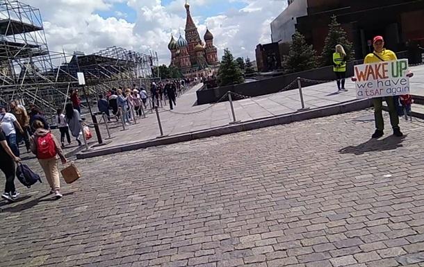 На Красній площі затримали активіста з плакатом про царя