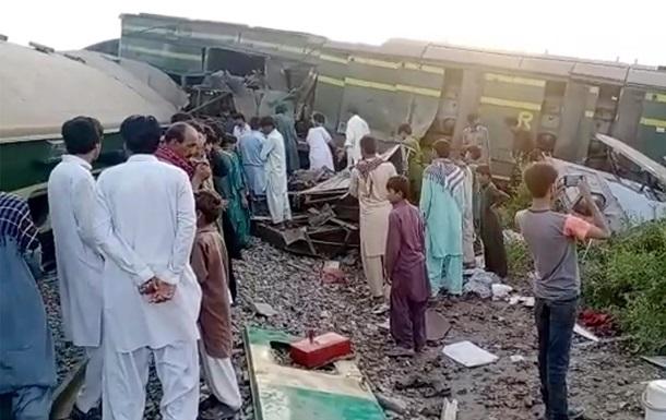 У Пакистані зіткнулися потяги: загинули понад 30 людей