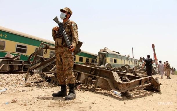 Кількість жертв залізничної аварії в Пакистані зросла