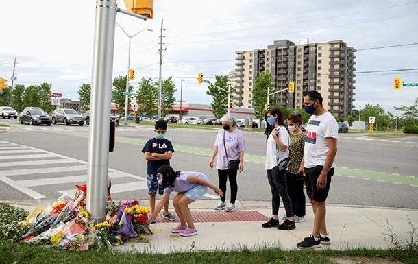 Автомобіль навмисно збив мусульманську сім ю в Канаді