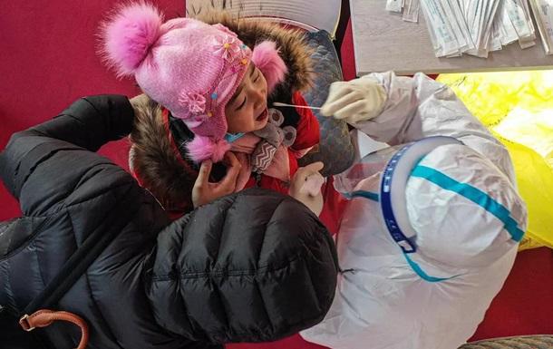 Китай схвалив використання COVID-вакцини Sinovac для дітей від трьох років