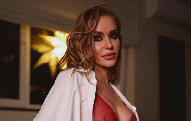 Екс-учасниця НеАнгелів знялася топлес