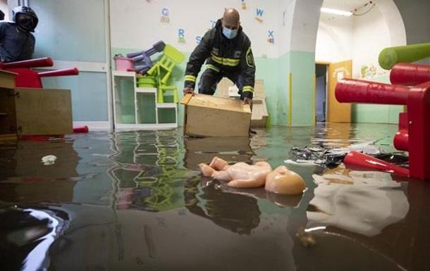 Потужна злива затопила Рим