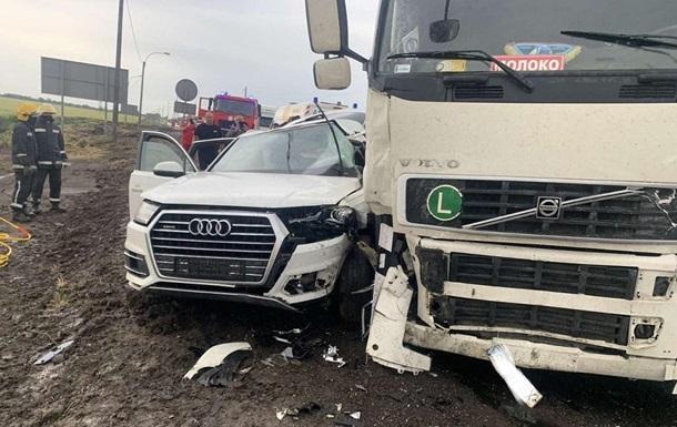 У Херсонській області сім я загинула в ДТП з вантажівкою