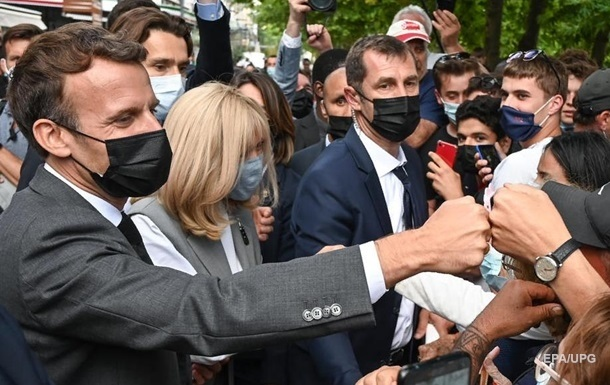 Ляпас Макрону: затриманий заявив, що не думав бити президента