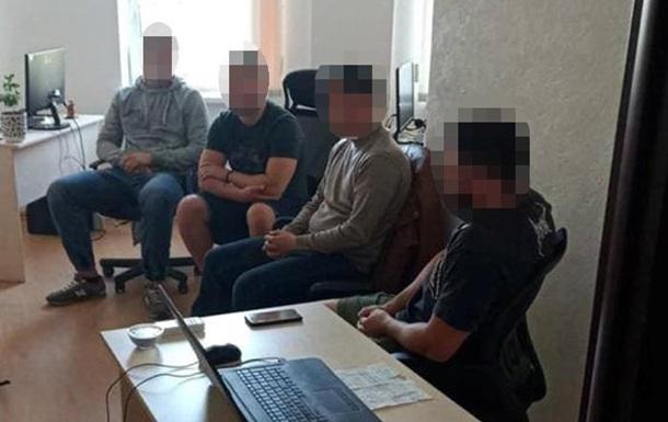 У Києві затримали  чорних колекторів , які погрожували родичам боржників