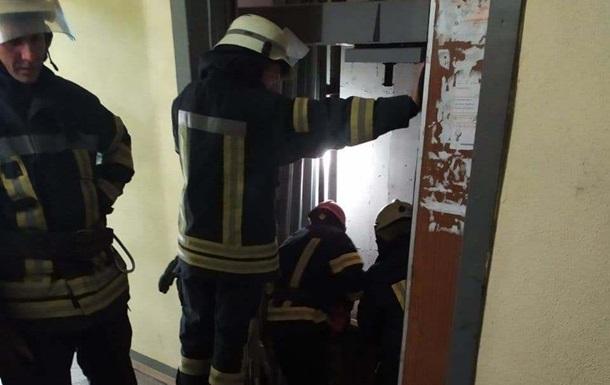 В Киеве оборвался лифт, есть погибший